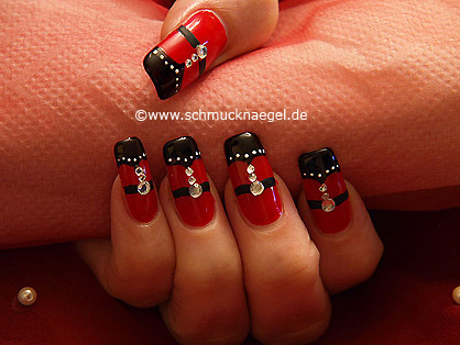 Adorn the fingernails with strass stones