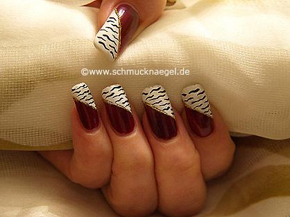 Zebra motif in white and aubergine