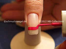 Nail polish in the colour fuchsia
