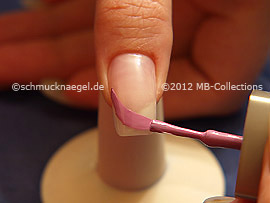Nail lacquer in the colour lavender