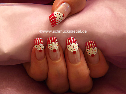 Cupcake as fingernail design with nail lacquers