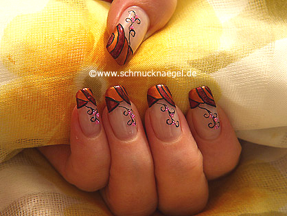 Autumn colours and micro pearls for the nails
