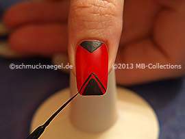 Nail art liner in the colour black