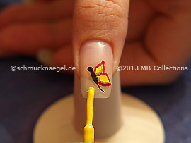 Nail lacquer in the colour yellow