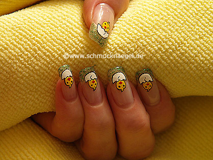 Easter chick as decoration for fingernails
