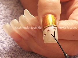 nail art liner in the colours black and gold-glitter
