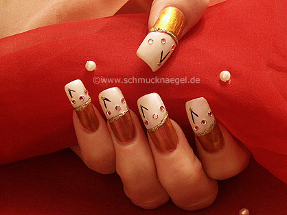 Nail art in bronze and pearl