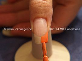 Nail lacquer in the colour salmon