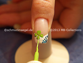 Nail art liner in the colour green