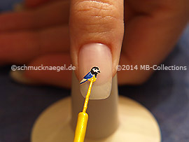 Nail art liner in the color yellow