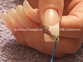 nail art liner in the colour blue-glitter
