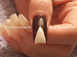 nail lacquer in the colour white