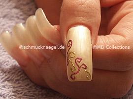 nail art liner in the colour fuchsia-glitter