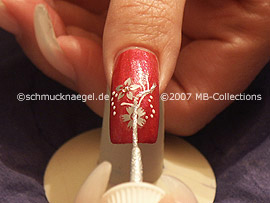 nail art liner in the colours white and silver-glitter