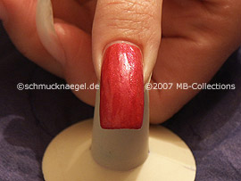 nail lacquer in the colour dark-pink
