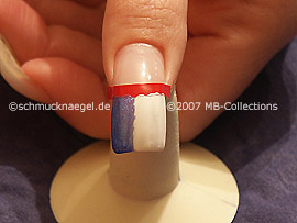 nail lacquers in the colours white and black