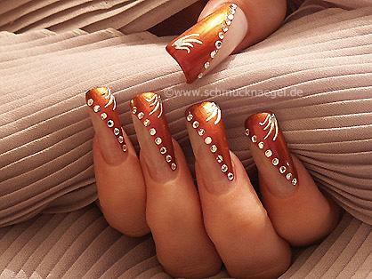 Art nails in chestnut-brown