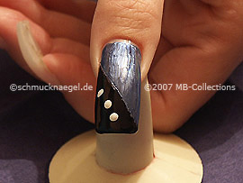 nail art pens in the colours white and silver