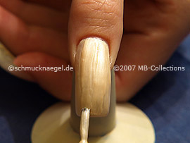 Nail lacquer in the colour bright beige