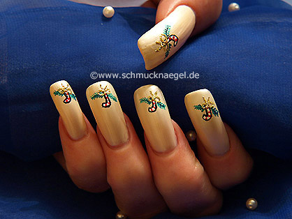 Christmas candy cane as nail art design